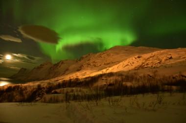 13 febbraio 2016, ore 23:40, isola Kvaloya, davanti a Tromso (Norvegia); Nikon D7100, 18mm f3,5, ISO 800, 15 secondi